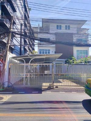 For RentHouseSukhumvit, Asoke, Thonglor : Seerentsale House for rent in Ekjamai soi10 6br. 5parking 85,000