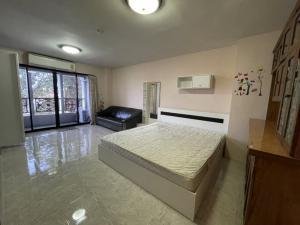 For RentCondoChengwatana, Muangthong : For rent near robinson srisamarn Condo Champs Elysees 35 sqm.