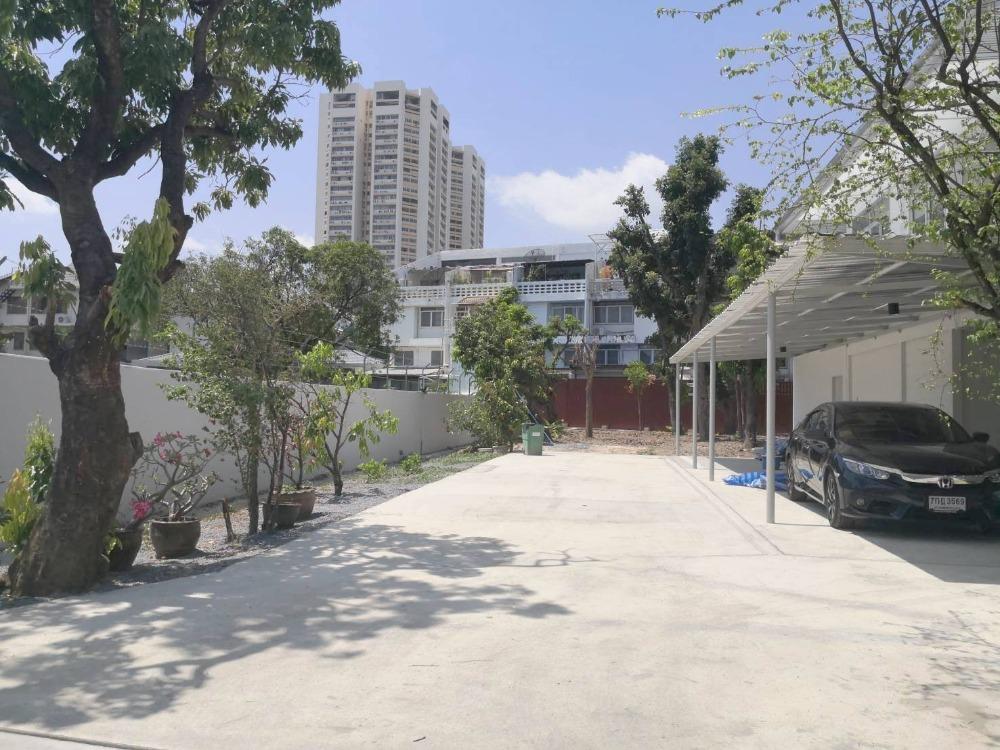 For RentHouseNana, North Nana,Sukhumvit13, Soi Nana : House for rent, newly renovated, Ekamai area, Soi Ekamai 22.