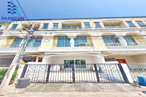 For RentTownhousePattanakan, Srinakarin : 3-storey townhome for rent, Srinakarin Road, near Thanya Park Srinakarin Department Store.