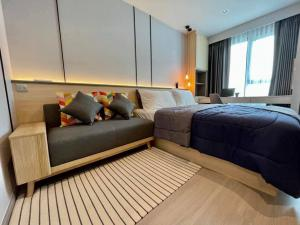 For RentCondoRama9, RCA, Petchaburi : Available for rent 🔥 Life Ladprao 26 Sqm. Beautiful room, closed kitchen, newly decorated, high floor, complete electrical appliances 095-249-789