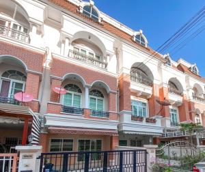 For RentTownhouseRamkhamhaeng Nida, Seri Thai : Townhome for rent, 3 floors, 4 bedrooms, 4 bathrooms, Casa City University, next to Ramkhamhaeng Road, cheapest!