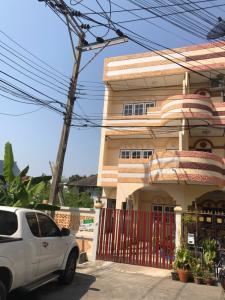 For SaleTownhouseLadprao 48, Chokchai 4, Ladprao 71 : For sale: 3-storey townhome (corner), area 33 sq m. 🌈 Ladprao Village Village, Ladprao 71 Rd. (Nak Niwas 42 Rd.)
