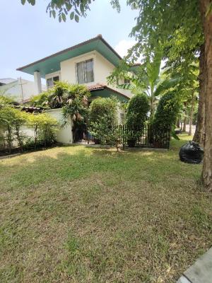 For RentHouseRatchadapisek, Huaikwang, Suttisan : House for rent in Bangkok Villa Pradit Manutham 3, Ratchada, Huay Kwang, with private parking, wide house with garden area next to the expressway. Ekkamai-Ramintra Ratchada-Huay Kwang Mengjai Rama 9 by #Seerentsale