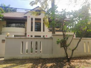 For RentHousePattanakan, Srinakarin : 2 storey detached house for rent The area is 150 square wa. Located on Pattanakarn Road 65 Near Triamudom School Rent 32,000 / month
