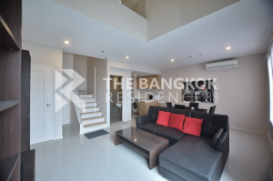 For RentCondoRama9, RCA, Petchaburi : For rent - Villa Asoke Type 1 Bed 2 Baths Duplex Size 80 Sqm Price is only 30,000 baht per month.