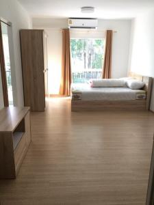 For RentCondoPinklao, Charansanitwong : For rent uniocondo Charan 3 Building A, 8th floor, good location, garden view, near the exit, convenient transportation
