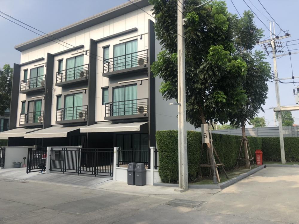 For RentTownhouseRattanathibet, Sanambinna : House for rent in Klang Muang Ratchapruek, Rattanathibet, near the train
