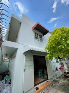 For SaleHouseKasetsart, Ratchayothin : Urgent sale, single house in the heart of the city, very good location, Soi Phahonyothin 32 (Senanikom 1)