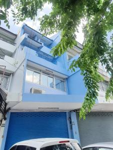 For RentShophouseKaset Nawamin,Ladplakao : 4-storey commercial building for rent, agriculture, along express, ramindra, next to the road