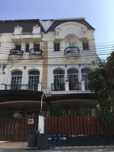 For RentTownhouseRama9, RCA, Petchaburi : For rent The Metro Rama 9 The Metro Rama 9 next to Stamford University Tel.088-818-1859