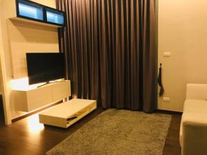 For SaleCondoRama9, RCA, Petchaburi : Q Asoke ขายด่วนราคาถูกสุดในโครงการ 6.3 ล้านบาท ห้อง 1 นอนขนาดใหญ่ 38 ตรม ชั้นสูง เฟอรนิเจอร์พร้อมมาก ราคารวมโอนแล้ว นัดดูเลยค่ะ
