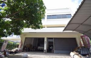 For SaleShophouseNakhon Pathom, Phutthamonthon, Salaya : Selling commercial buildings, width 9.5 meters On Borommaratchachonnani Road with land 278 square meters