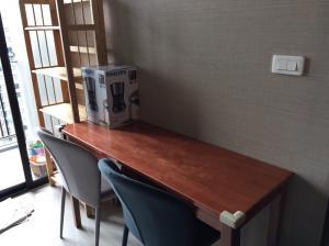 For SaleCondoOnnut, Udomsuk : Condo for sale/rent at The Base Park West, 1 bedroom unit, size 30 sq m, separate bedroom, living room, kitchen (closed kitchen)