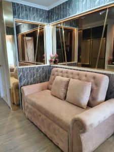 For SaleCondoBang Sue, Wong Sawang, Tao Pun : Condo Regent Home Bang Son Phase 28, very beautiful room, walk in closet, sell 2.0 million baht.