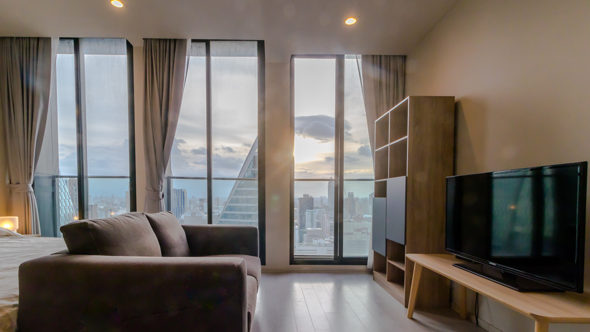 For RentCondoWitthayu,Ploenchit  ,Langsuan : 1 Bedroom for rent at Noble Ploenchit(UN14341)