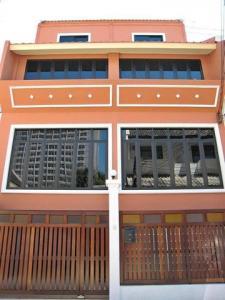 For RentTownhouseWitthayu,Ploenchit  ,Langsuan : RT513 3-storey building for rent, 40 sq m, decorated as a beautiful office, Sukhumvit Soi 1, near BTS Ploenchit.