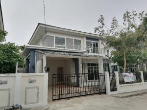 For SaleHouseOnnut, Udomsuk : House for sale in the village of Perfect Place Sukhumvit 77, a large village, pleasant, quiet, clean, safe, has a lake, there are 7-11 in the village, a special price, good life, must be here. Meet the needs of comfortable accommodation