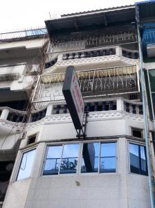 For RentShophouseSukhumvit, Asoke, Thonglor : Quick rental, 6-storey commercial building, in the heart of Sukhumvit, next to Asoke intersection.