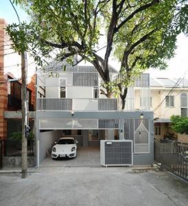 เช่าทาวน์เฮ้าส์/ทาวน์โฮมนานา : ให้เช่าทาวน์โฮม 2 ชั้นย่านสุขุมวิท สุขุมวิท49 รีโนเวทใหม่ทั้งหมด บ้านใหม่ไม่เคยอยู่