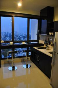 For RentCondoOnnut, Udomsuk : Urgent! For rent, the best price since existence Very nice room, as shown on the picture, on high floor, fully furnished, fully furnished, ready to move in, City View (35 sqm.) @Rhythm Sukhumvit 44/1