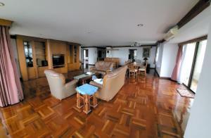 For RentCondoSukhumvit, Asoke, Thonglor : Urgent Rent ++ Rent Negotiatiable ++ Rare Unit ++ Spacious Room ++ Habitat Condominium ++ BTS Thonglor 🚅