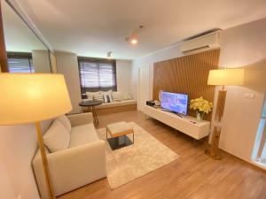 For RentCondoRamkhamhaeng, Hua Mak : U Delight @ Hua Mak 40 sqm, 20th floor, corner room, pool view 10,000 baht 094-549-4104