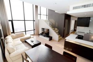 For RentCondoWongwianyai, Charoennakor : Urbano Absolute Sathon - Taksin Duplex 3 bedrooms 3 bathroom for rent ready to move in