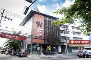 For RentOfficeOnnut, Udomsuk : (For rent) ** Commercial building - Commercial building, Soi Sukhumvit 77 ** On Nut Road, only 2.50 km from ARL Ramkhamhaeng, 4 floors.