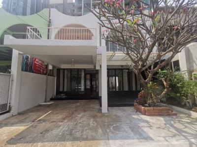 For RentTownhouseNana, North Nana,Sukhumvit13, Soi Nana : 2 storey townhouse for rent in Ekkamai, Soi Ekkamai 12, near BTS Ekkamai, Thonglor