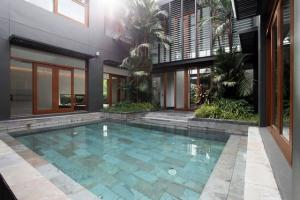For RentHousePattanakan, Srinakarin : RH530 House for rent with private swimming pool, 4 bedrooms, 4 bathrooms, 1 working room, Panya Pattanakarn Village.