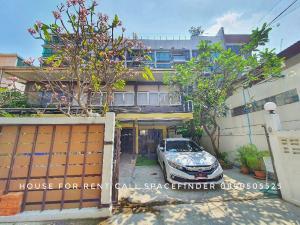 For RentHouseSukhumvit, Asoke, Thonglor : Pet friendly Loft Style House in Ekkamai For Rent