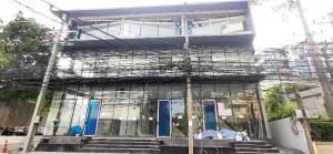 เช่าตึกแถว อาคารพาณิชย์สุขุมวิท อโศก ทองหล่อ : Shophouse for rent Sukhumvit 49 next to Samitivej hospital 120,000/mth. Am: 0656199198