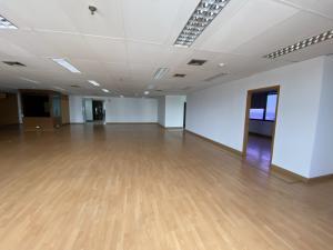 For RentOfficeKhlongtoei, Kluaynamthai : 🎪 Office space for rent at Lumpini Tower
