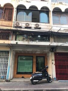 For RentShophouseSiam Paragon ,Chulalongkorn,Samyan : 5-storey commercial building for rent in Banthat Thong area, near Chula University, Siam MBK, Hua Lamphong.