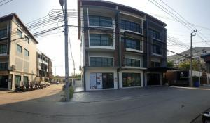 For SaleShophouseRathburana, Suksawat : Urgent sale, commercial building 3. 5 floors lower than the rating Cheaper than the Buddha Worship Pracha Uthit project