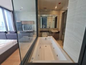 For RentCondoSilom, Saladaeng, Bangrak : Ashton Silom for rent, crazy price 25,000, discount from 40,000, market price 40k up 49 square meters ❗️❗️