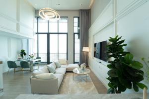 For SaleCondoSukhumvit, Asoke, Thonglor : Duplex Penthouse for sale, corner room on the top floor of C-Ekkamai condo, new room, just finished decoration.