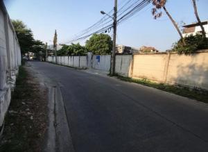 For RentLandRamkhamhaeng, Hua Mak : OHM040 Land for rent 1 rai 34 good location near Ramkhamhaeng University ABAC suitable for warehouse worker camp football field