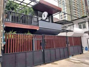 For RentTownhouseSapankwai,Jatujak : Townhouse at BTS Mo Chit * No parking *