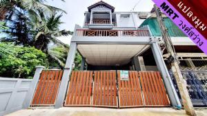 For SaleTownhouseBang Sue, Wong Sawang : Selling very cheap!! Townhome behind the edge of 3.5 floors, newly renovated, Wong Sawang area, Wong Sawang Residence Village. Bangkok-Nonthaburi Road 8 near MRT Wong Sawang