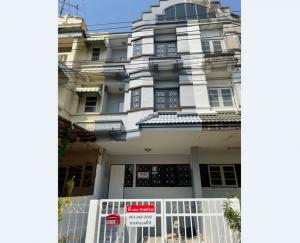For SaleTownhouseBangna, Lasalle, Bearing : Cheap 3-storey townhome for sale, Lally Ville Soi Si Dan 22, Srinakarin Road, large house, new building, close to the train, just 2 minutes.