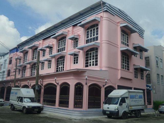 For RentShophouseRatchadapisek, Huaikwang, Suttisan : For rent, commercial building, 4 units, 4 floors, Rama 9 area, near MRT Rama 9.