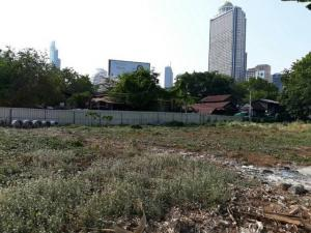 For SaleLandWitthayu,Ploenchit  ,Langsuan : Land for sale in Sathorn Charoenrat, near BTS Surasak, BTS Taksin, brown area.