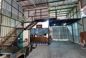 For RentWarehouseOnnut, Udomsuk : Warehouse for rent with office, On Nut area, size 300 sq m, large car, can enter the alley