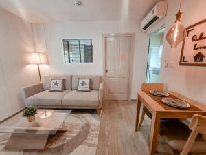 Sale DownCondoOnnut, Udomsuk : Selling a wide room decorated With furniture + electrical appliances (as in the picture) Regent Home Sukhumvit 97/1 (room has been transferred