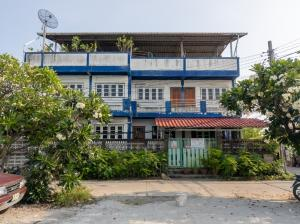 For SaleHouseSamrong, Samut Prakan : 3 houses for sale next to each other near the up-down ring, near the Yellow Line BTS, 1 km away from Synphaet Hospital.