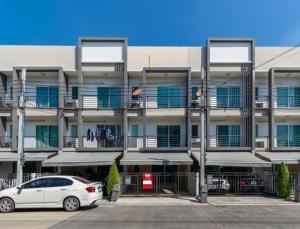 เช่าทาวน์เฮ้าส์/ทาวน์โฮมอ่อนนุช อุดมสุข : ให้เช่าทาวน์โฮม 3 ชั้น หมู่บ้าน บ้านกลางเมือง สุขุมวิท 77 ซอยอ่อนนุช 17 ใกล้ BTS อ่อนนุช บ้านสวยมาก เฟอร์นิเจอร์ built-IN แอร์ 3 เครื่อง อยู่อาศัย หรือ เป็นสำนักงานจดบริษัทได้