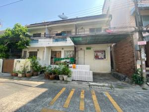 For SaleShophousePattanakan, Srinakarin : On Nut shophouse 76 Near the new road, Pattanakarn 16 sq.w., good condition, can walk in and out, price 2.36 million baht