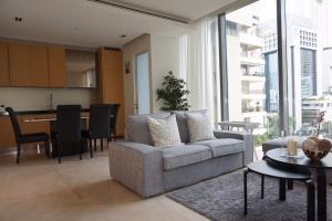 For SaleCondoSilom, Saladaeng, Bangrak : Saladaeng Residence for sale with tenants ( Under Market Price )